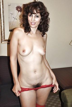 Arab MILF Porn Pictures