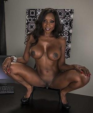Black MILF Big Tits Porn Pictures