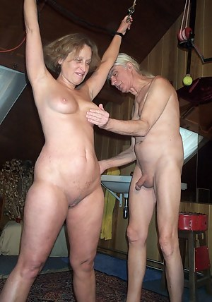 MILF Spanking Porn Pictures